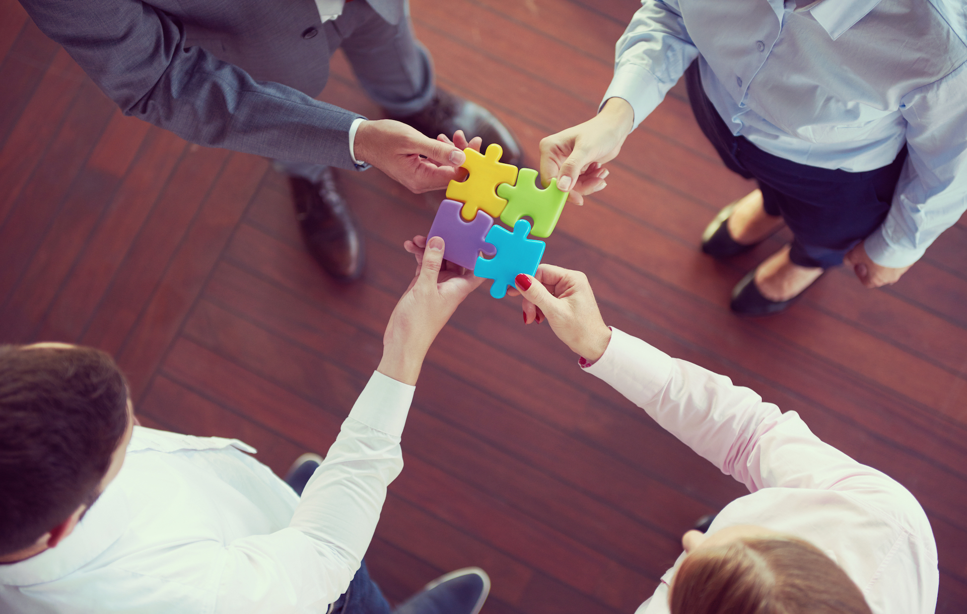 business-people-group-assembling-jigsaw-puzzle-P36PRZW