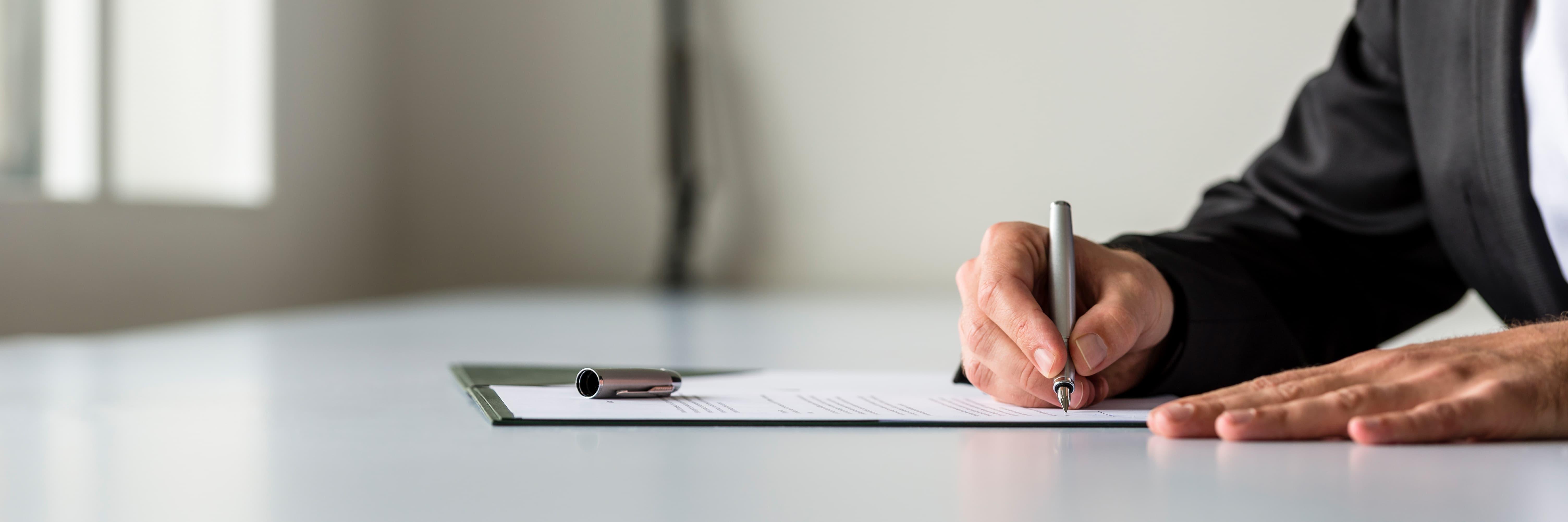 man signing vda_resized