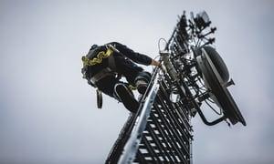 telecom-worker-climbing-antenna-tower-PEZMGB3 (1)